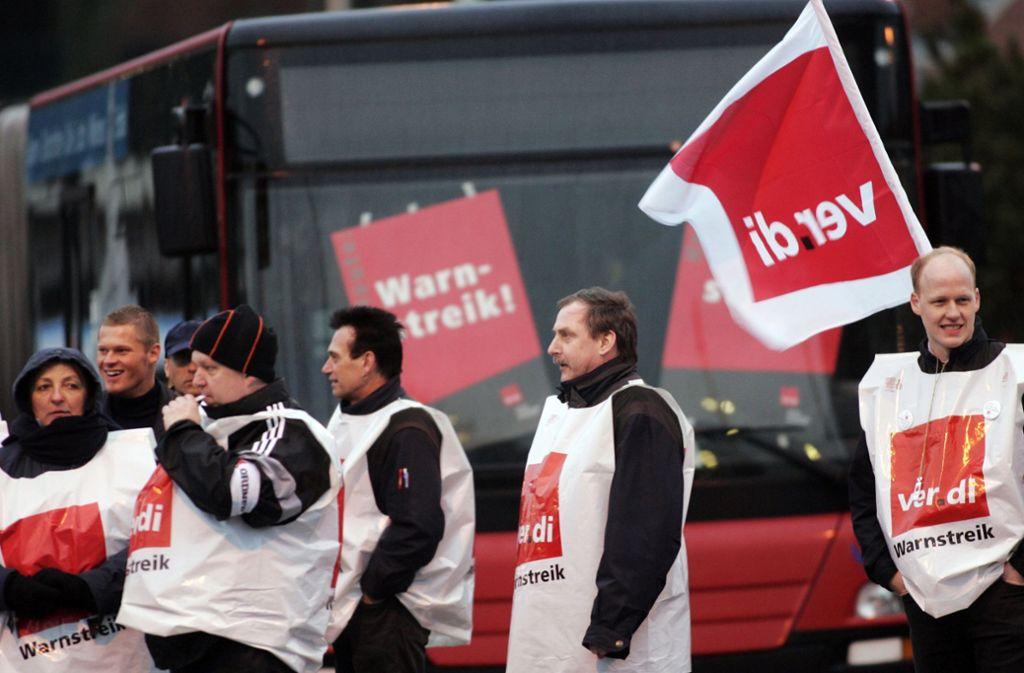 Mit Warnstreiks haben die Gewerkschaften ein gutes Ergebnis für den öffentlichen Dienst erzielt Foto: AP
