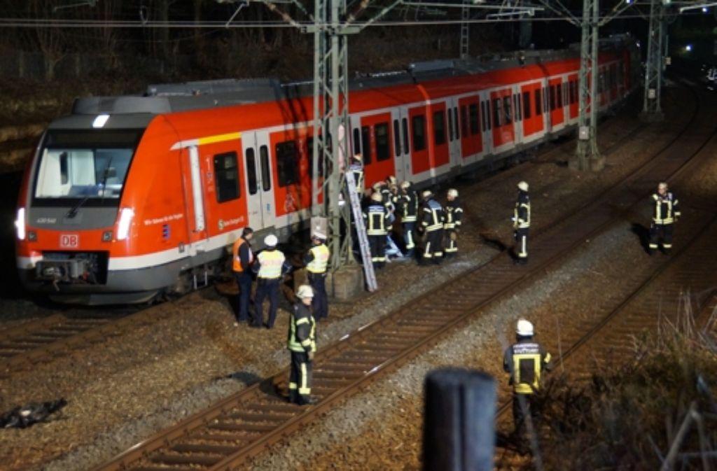Die Feuerwehr war im Einsatz, als die Bahnen liegenblieben. Foto: 7aktuell.de/Moormann