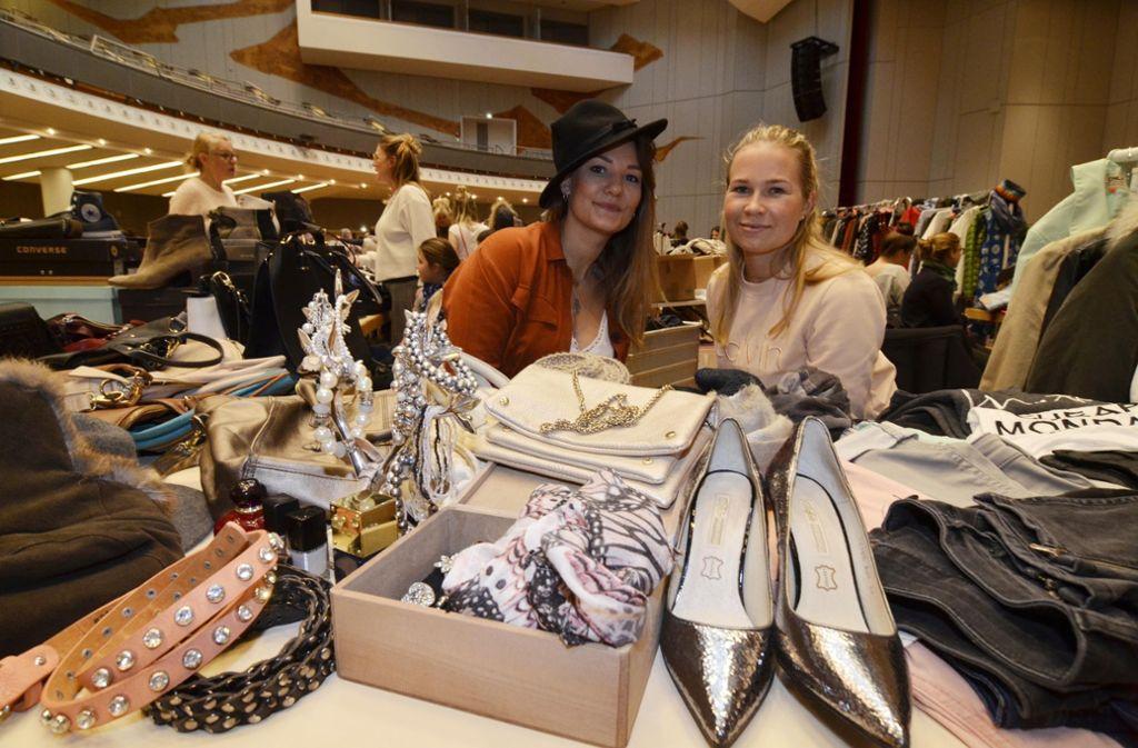 Schuhe, Klamotten, Accessoires – beim Beauty Jungle Mädchenflohmarkt in der Liederhalle trafen sich am Samstag die modebegeisterten Schnäppchenjäger. Foto: Fotoagentur-Stuttgart