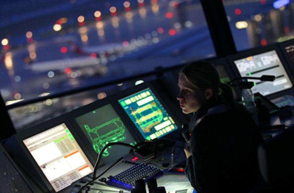 Fluggesellschaften haben bei den Lotsenstreiks 2009 und 2011 keinen Schadenersatzanspruch wegen ausgefallener oder verspäteter Flüge. Foto: dpa