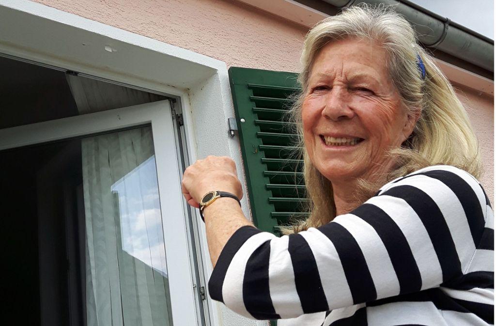 Uta Merz hat unterm Dach ihres Hauses Nistkästen anbringen lassen. Foto: Eva Funke