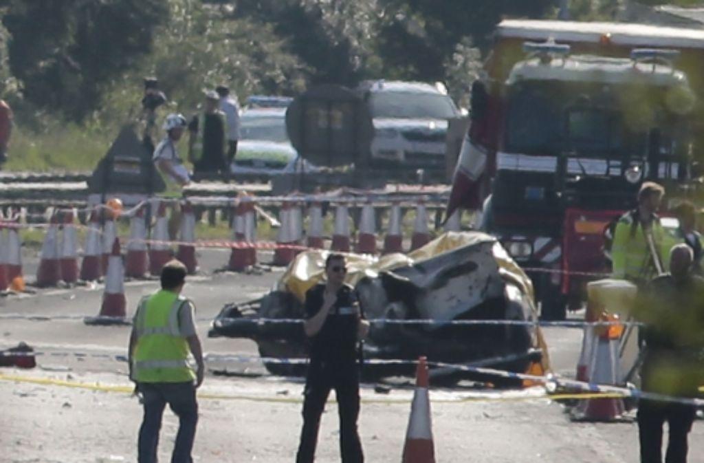 Die Maschine vom Typ Hawker Hunter war auf eine vielbefahrene Straße unweit von Brighton gekracht. Foto: AP