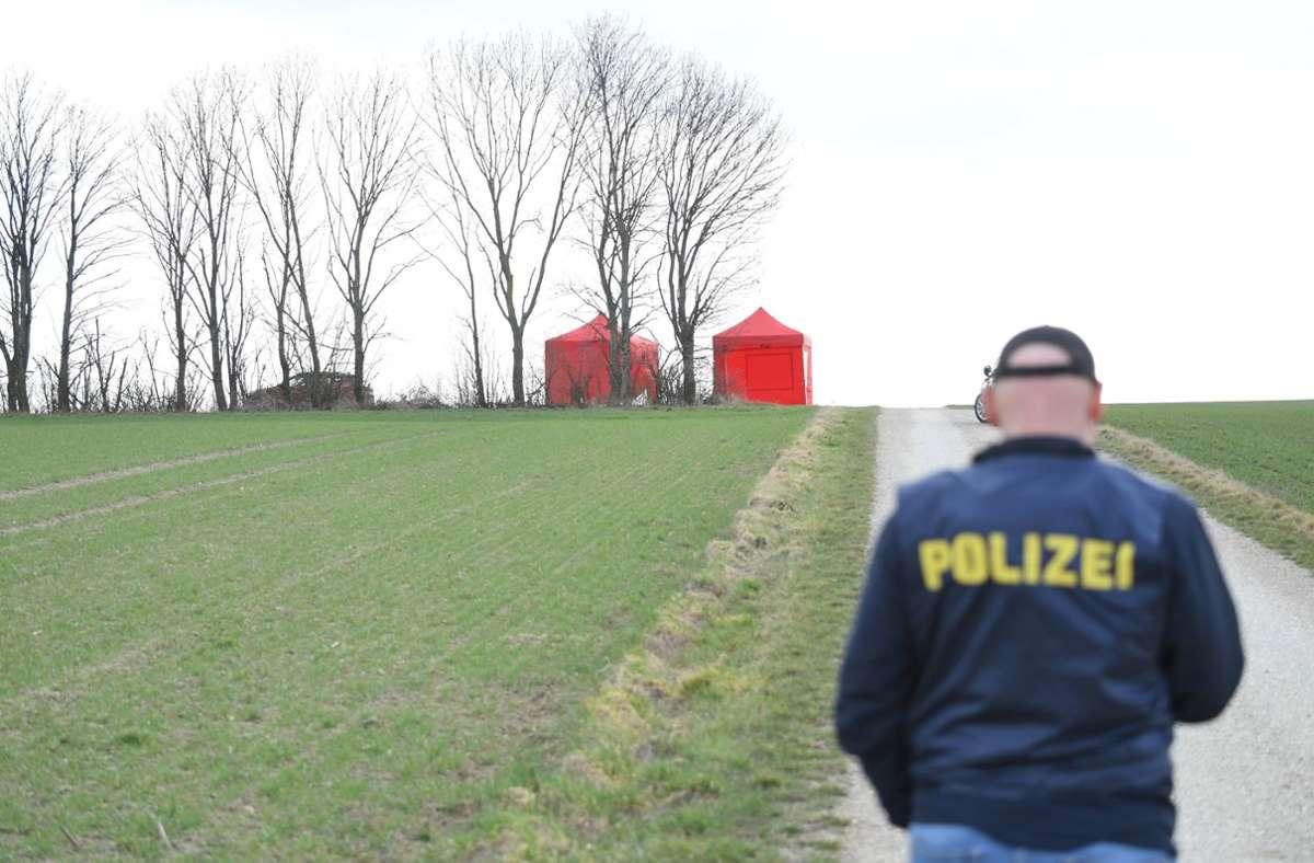 Die Polizei sperrte den Tatort ab. Foto: dpa/Roland Schlager