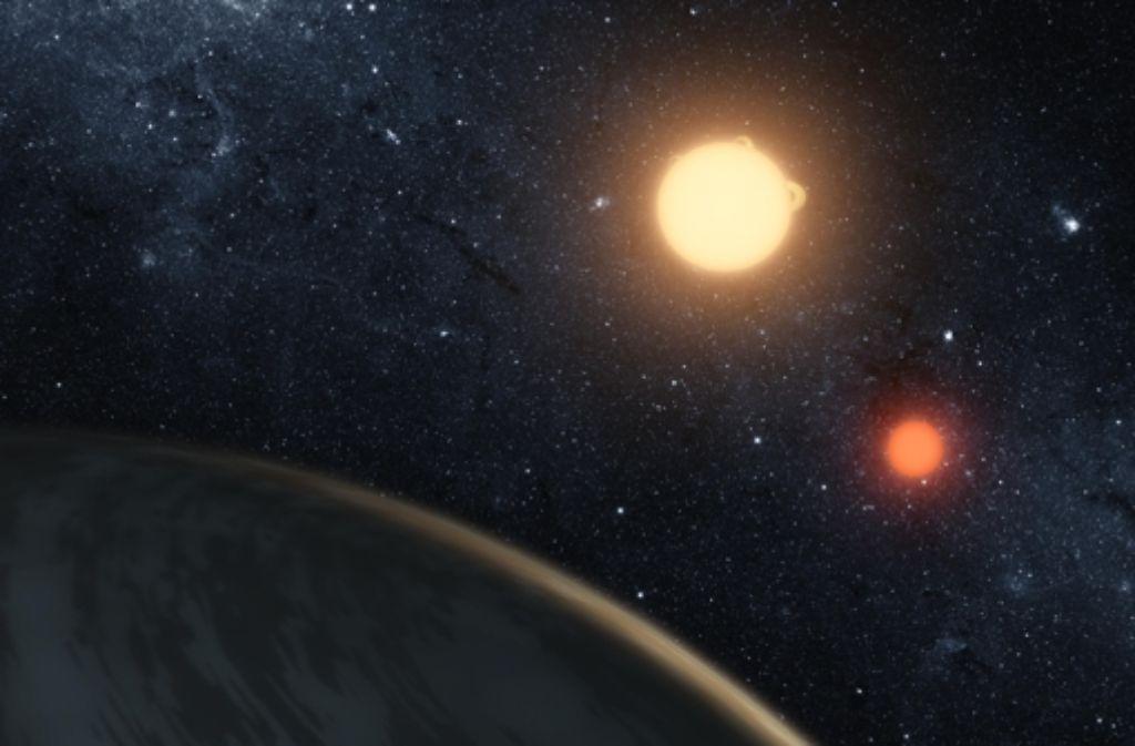 So könnte der Planet Kepler-16b aussehen, der zwei kleine Sterne umkreist. Foto: Nasa/JPL-Caltech/T. Pyle