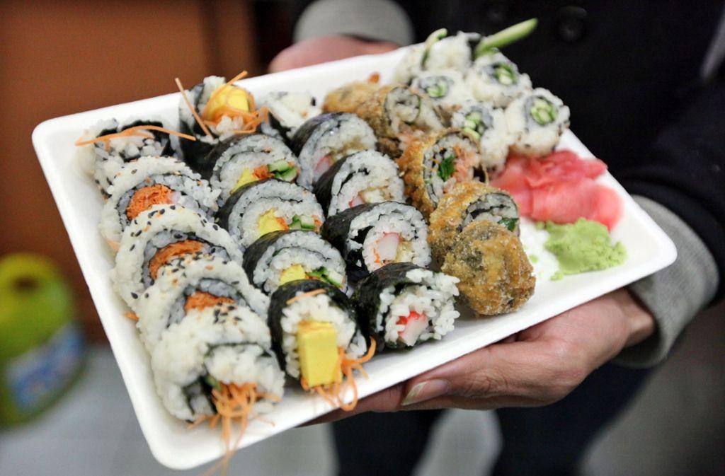 Nach einem Sushi-Dinner infiziert sich ein Mann aus Südkorea mit Bakterien. Schuld ist wohl der rohe Fisch (Symbolbild). Foto: EPA