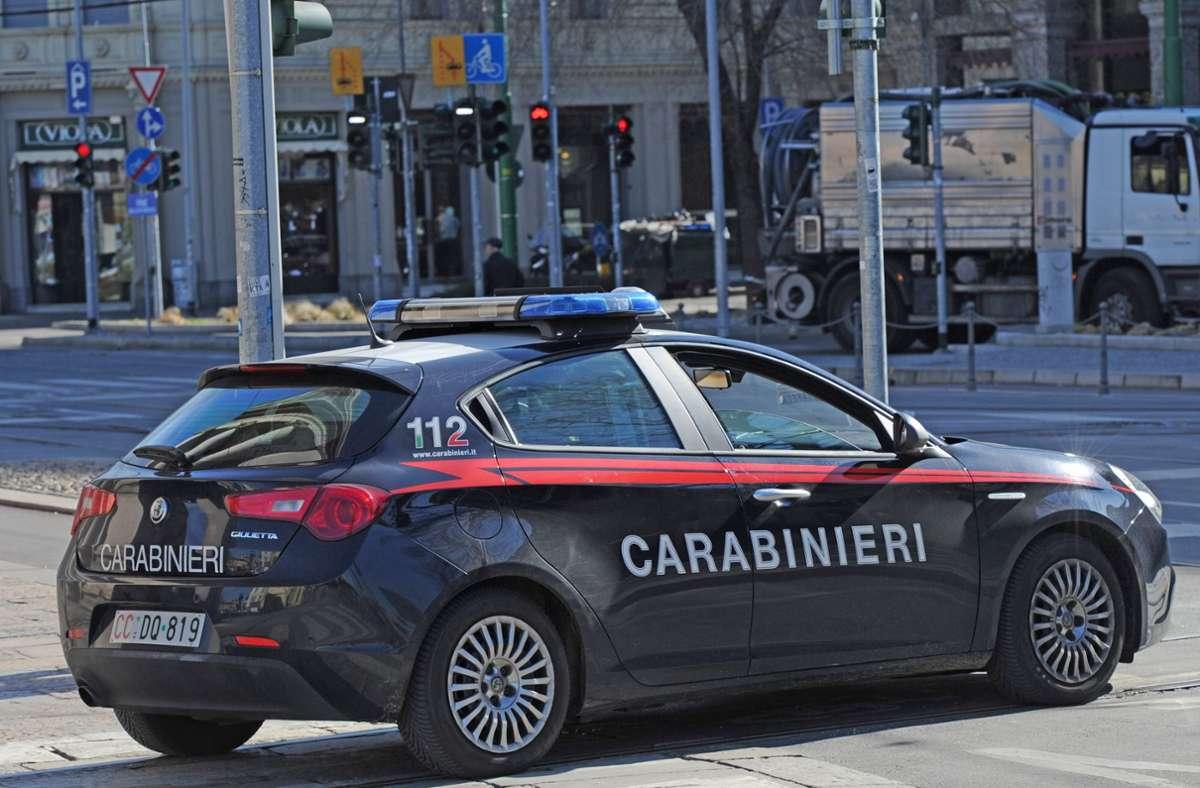 Der Autofahrer stellte sich der Polizei. (Symbolbild) Foto: Shutterstock/FREEDOMPIC