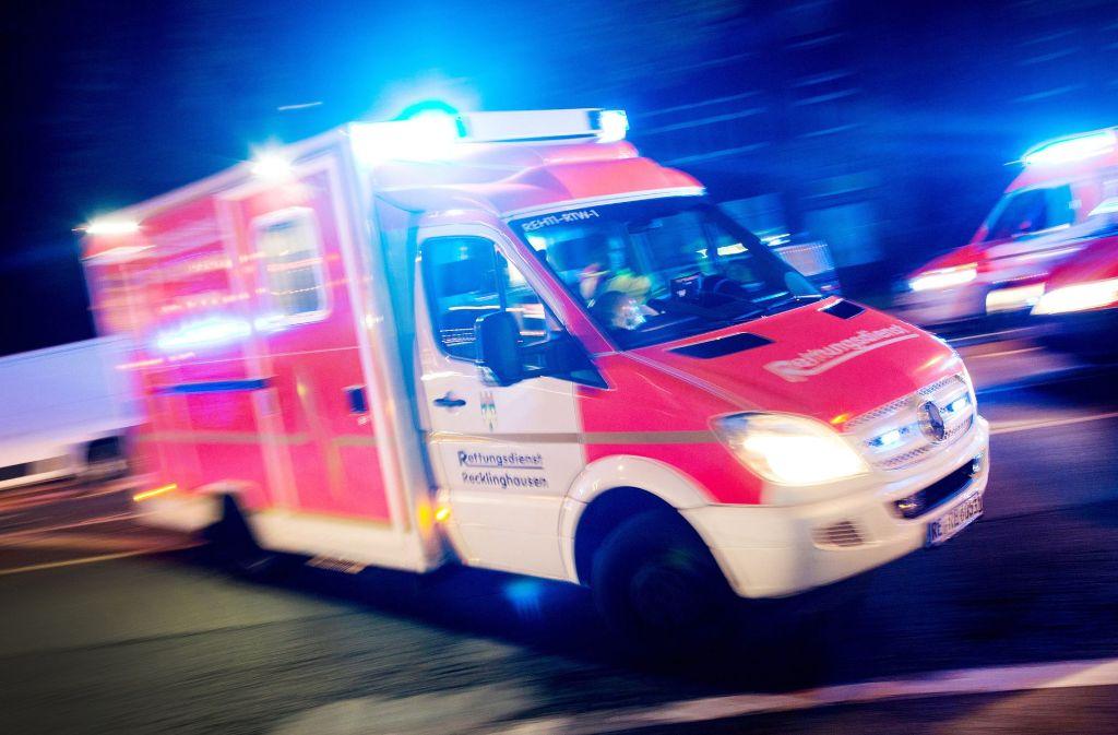 In Österreich nahe Schwaz hat ein Tourist den Absturz eines Reisebusses verhindert und vermutlich Leben gerettet (Symbolbild). Foto: dpa