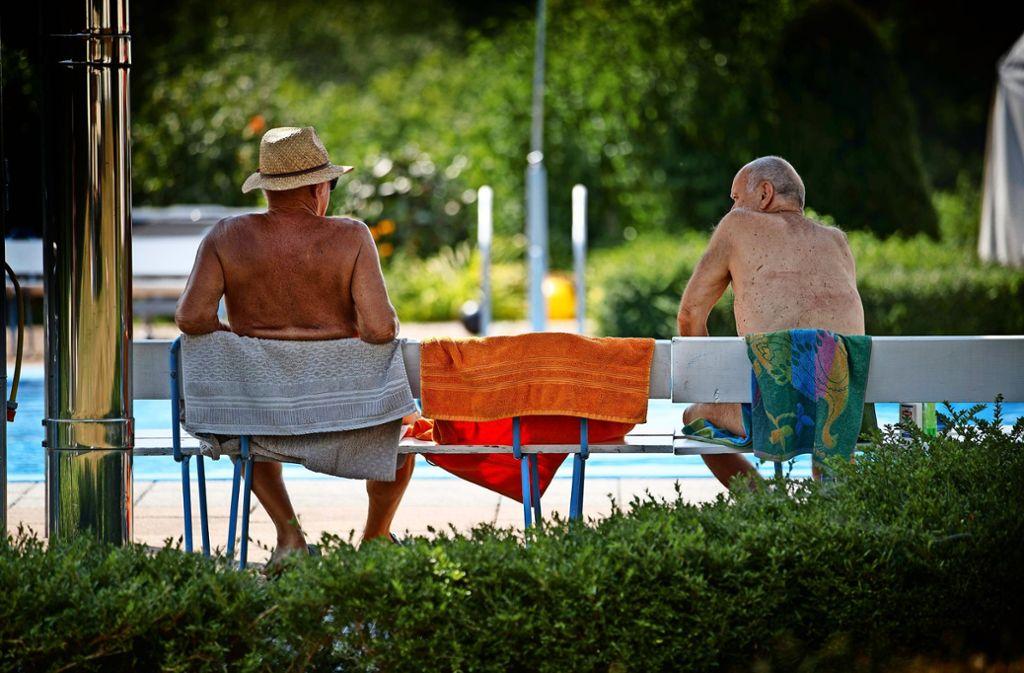 Wichtige Regel in der Freikörperkultur: ein Handtuch unterlegen. Foto: Gottfried Stoppel