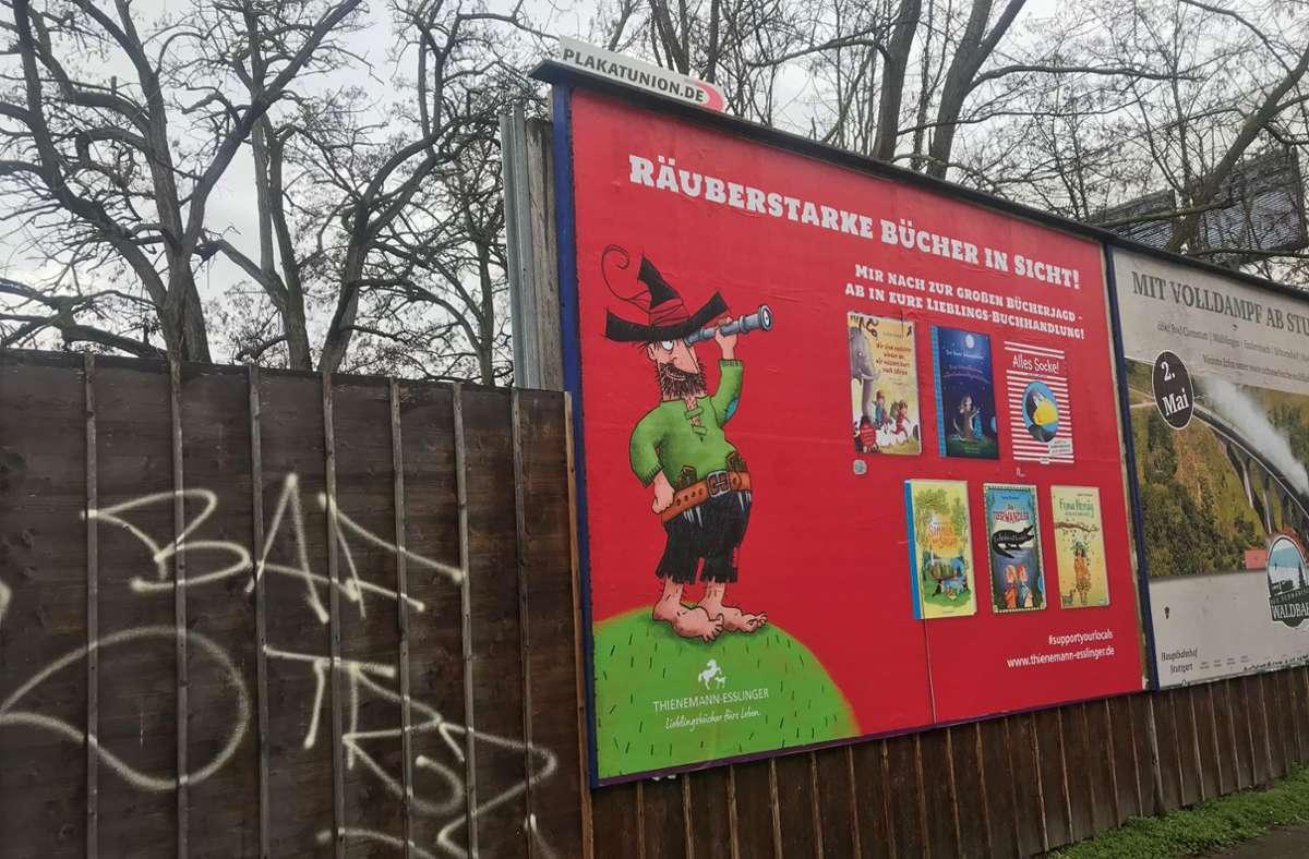 Der Räuber Hotzenplotz macht in Stuttgart Werbung fürs Lesen – und für die lokalen Buchhändler. Foto: ak