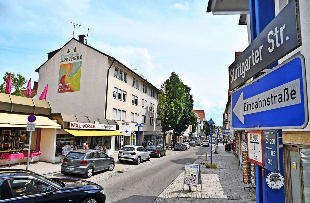 Quo vadis Stuttgarter Straße? Der Bezirksbeirat Feuerbach scheint den Kompass verloren zu haben, in welche Richtung die Entwicklung der Stuttgarter Straße konkret gehen soll. Foto: Tom Bloch