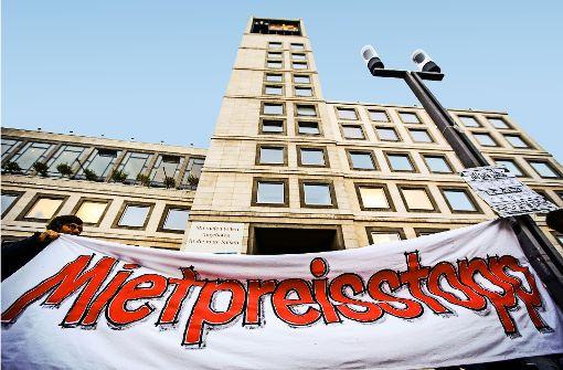 Demonstration gegen steigende Mieten vor dem Stuttgarter Rathaus Foto: Lichtgut/Leif Piechowski