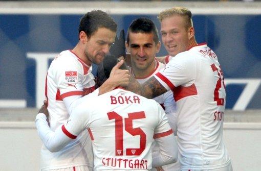 Der VfB hat beim 3:1 gegen Schalke allen Grund zum Feiern . Weitere Eindrücke vom Spiel sehen Sie in der Fotostrecke. Foto: dpa