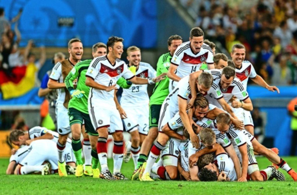 Sie haben die Sache zu Ende gebracht: Deutschland sichert sich mit dem Tor gegen Argentinien zum vierten Mal den Titel. Foto: Getty