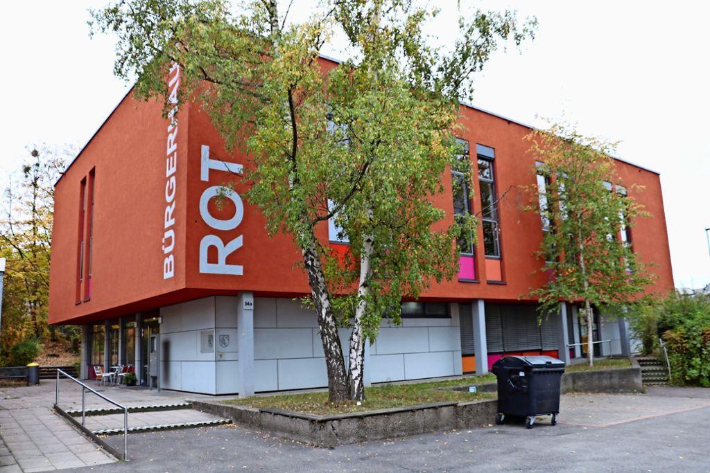 Eines der Vorzeigeprojekte der Sozialen Stadt Rot ist das Bürgerhaus an der Auricher Straße. Es wurde im Mai 2007 offiziell eingeweiht. Foto: Bernd Zeyer