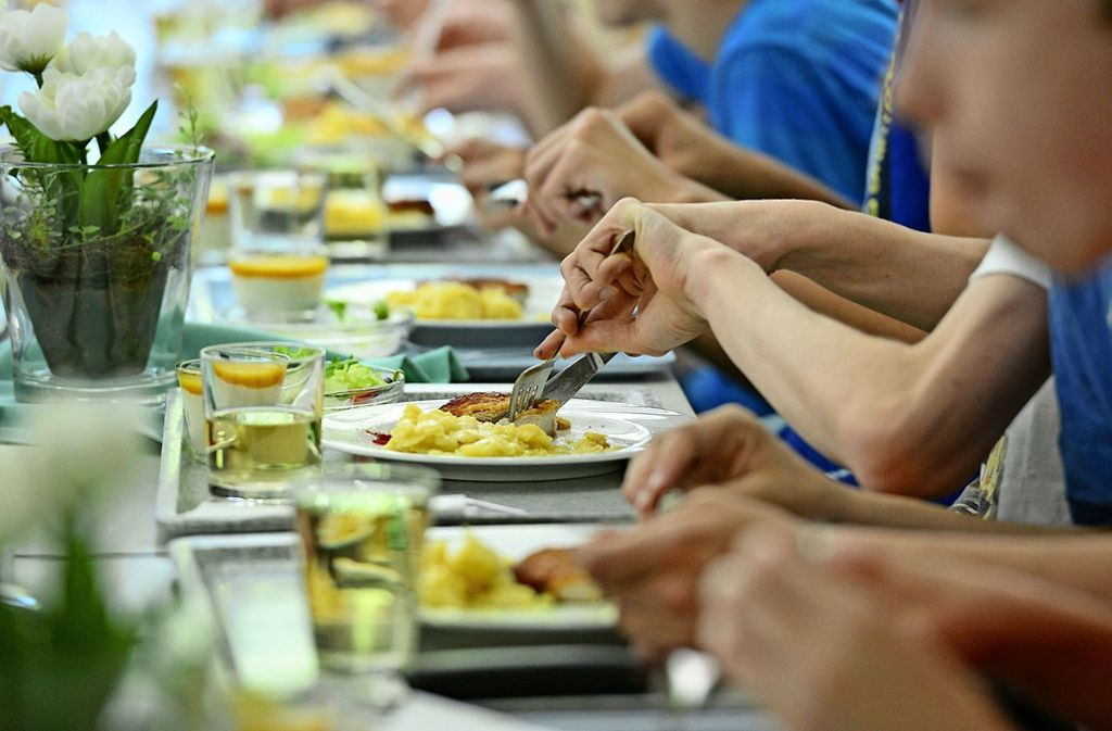 Das Mittagessen ist ein wesentlicher Bestandteil des Ganztagsbetriebs. Foto: dpa