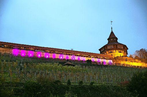 Die Esslinger Burg leuchtet vorübergehend lila