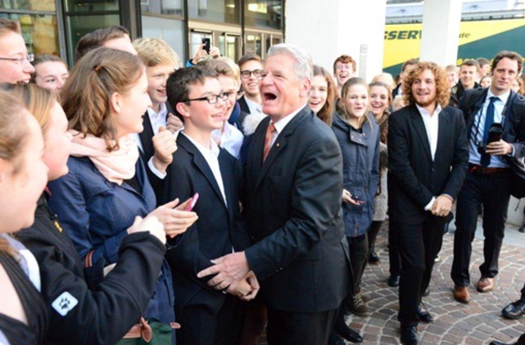 Beim Festakt zum 150-jährigen Bestehen des Deutschen Roten Kreuzes (DRK) in Stuttgart hat Bundespräsident Joachim Gauck erneut Konsequenzen aus Flüchtlingsdramen mit Ertrunkenen im Mittelmeer gefordert. Foto: FRIEBE|PR/ Sven Friebe