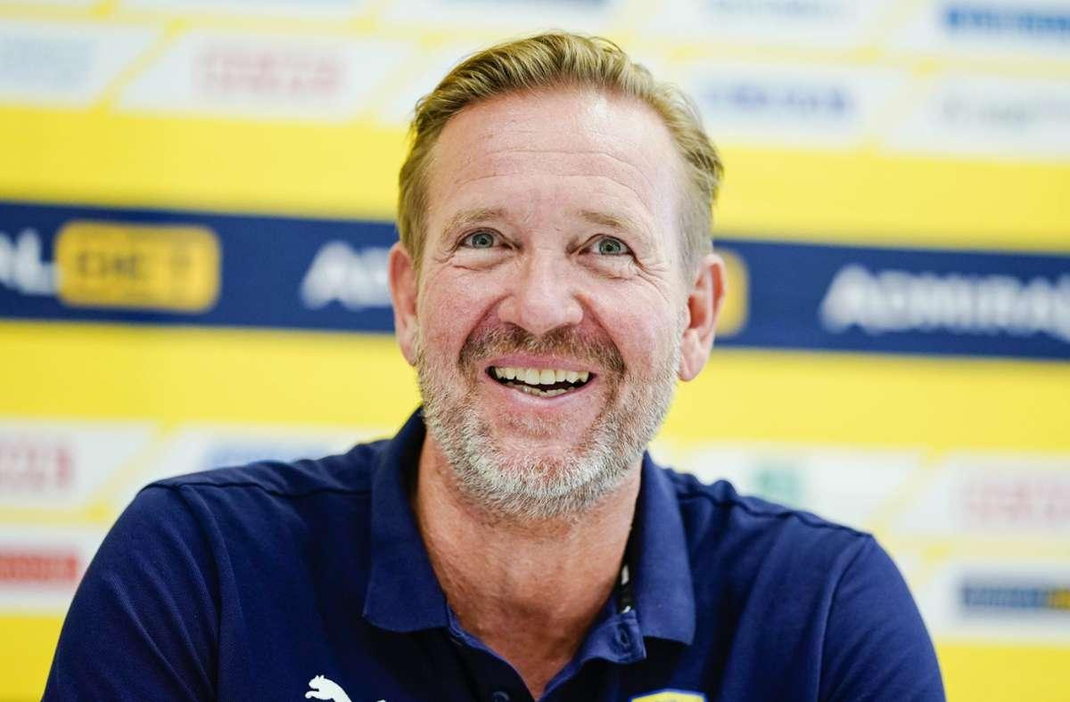 Martin Schwalb, der Trainer der Rhein-Neckar Löwen, kann sich über den Sieg seines Teams freuen (Archivbild). Foto: dpa/Uwe Anspach