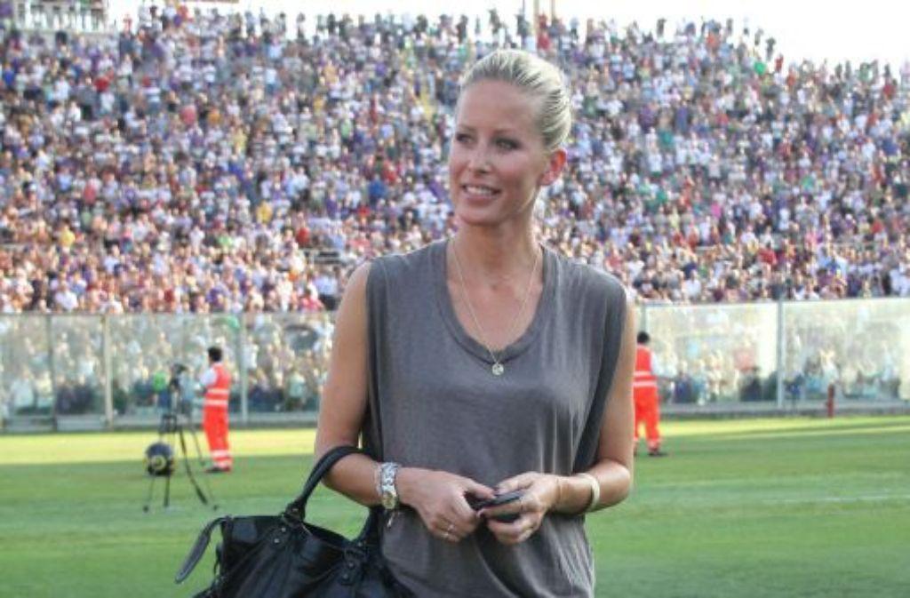 Spielerfrauen füllen nicht nur Stadionränge, sondern auch die Klatschspalten: Nun hatte Unterwäschemodel Carina Wanzung bei ... Foto: AP
