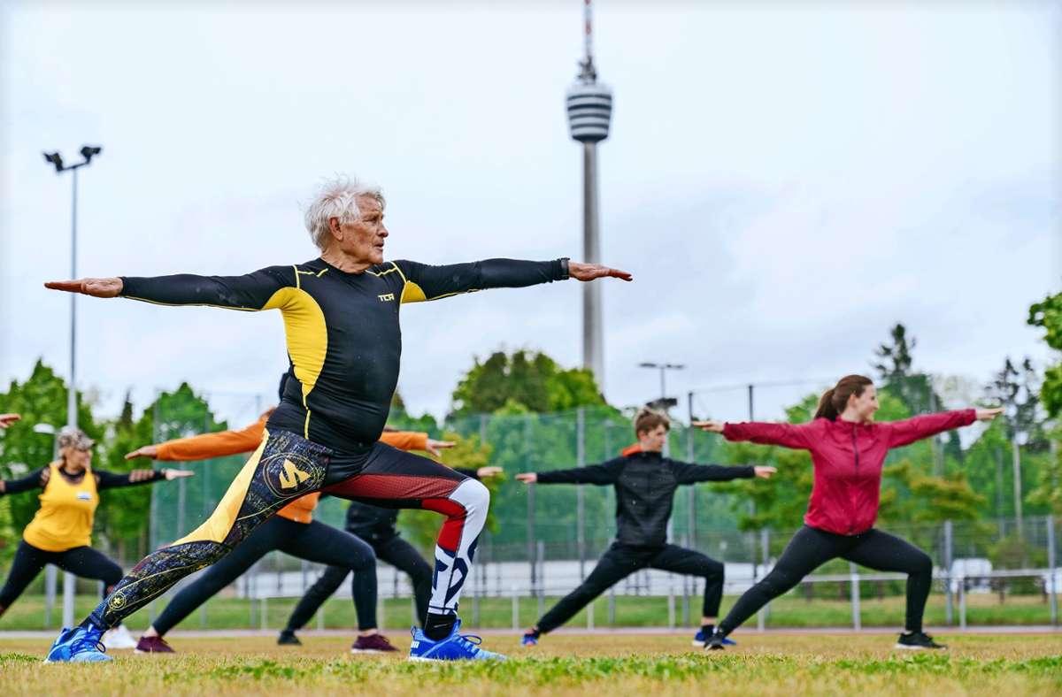 In Degerloch laden der Frauenkreis, der MTV Stuttgart und der SAV unter anderem zu Yoga- und Pilateskursen ein. Foto: Niedermueller