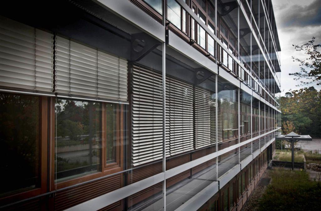Was passiert rund um die denkmalgeschützten Eiermann-Gebäude in Vaihingen? Darüber gab es Streit im Gemeinderat. Foto: Achim Zweygarth