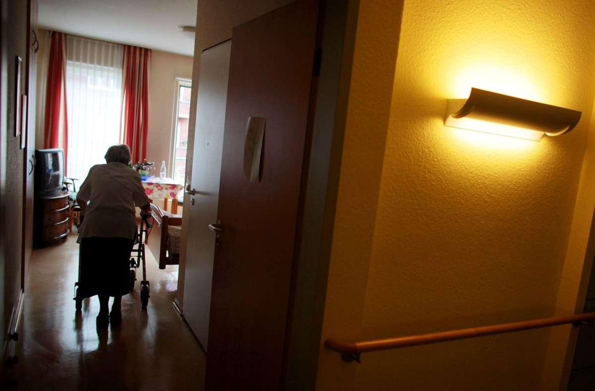 Seit Donnerstag gebe es für die gesamte Einrichtung ein Ausgangs- und Besuchsverbot. (Symbolbild) Foto: dpa/Oliver Berg