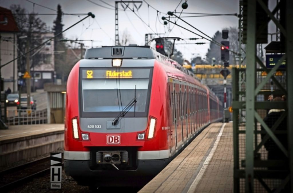 Die S 2 soll künftig bis Neuhausen fahren. Foto: Lichtgut/Achim Zweygarth