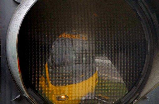 Auto blockiert Stadtbahn-Gleise