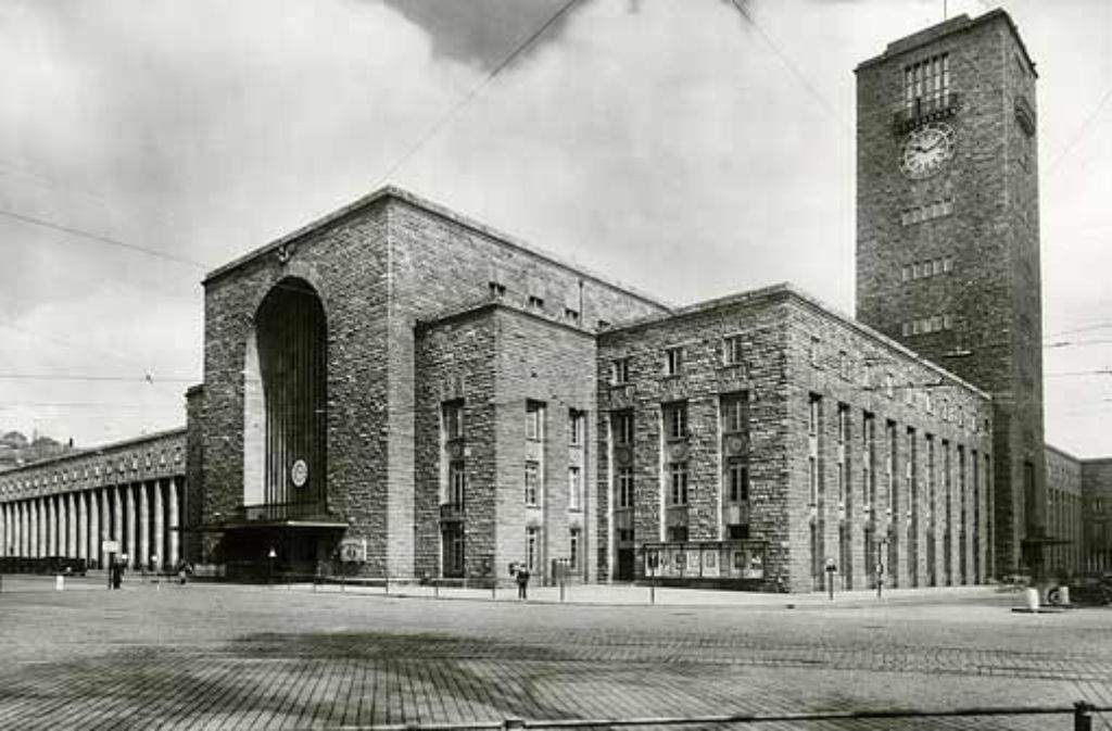 Historische Fotografie des Bahnhofsgebäudes, um 1930. Foto: dpa