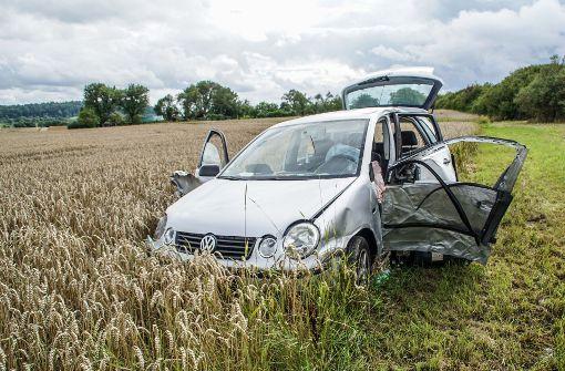 22-Jährige landet nach Zusammenstoß in Kornfeld