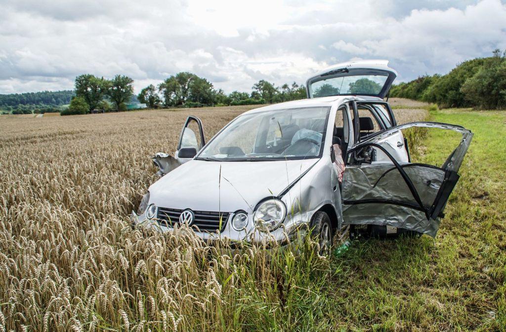 Bei einem Unfall auf der B14 bei Gärtringen (Kreis Böblingen) ist eine 22-Jährige schwer verletzt worden. Foto: SDMG