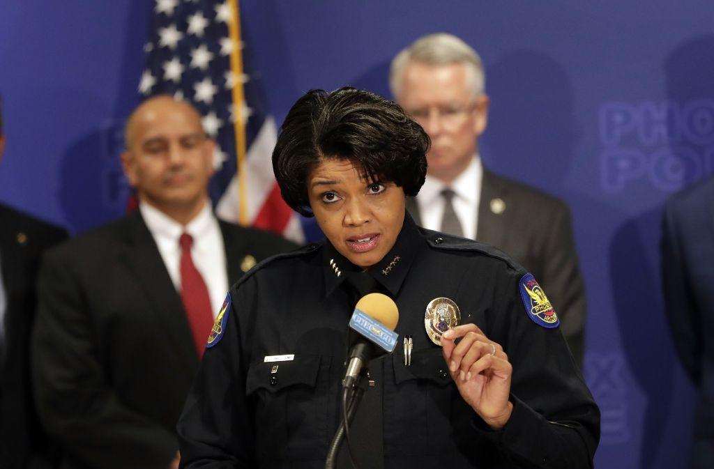 Die Polizeichefin von Phoenix, Jeri L. Williams, gibt am 08.05.2017 in Phoenix, USA, eine Pressekonferenz, um über die Festnahme eines mutmaßlichen Neunfachmörders zu informieren. Foto: AP