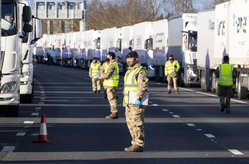 Lastwagen-Stau in Kent löst sich langsam auf - mehr als 15 000 Tests