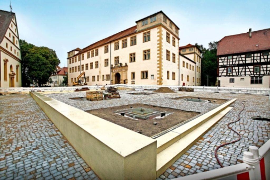 Plötzlich kommt das Göppinger Schloss mit seinem Renaissanceportal richtig zur Geltung. Foto: Horst Rudel