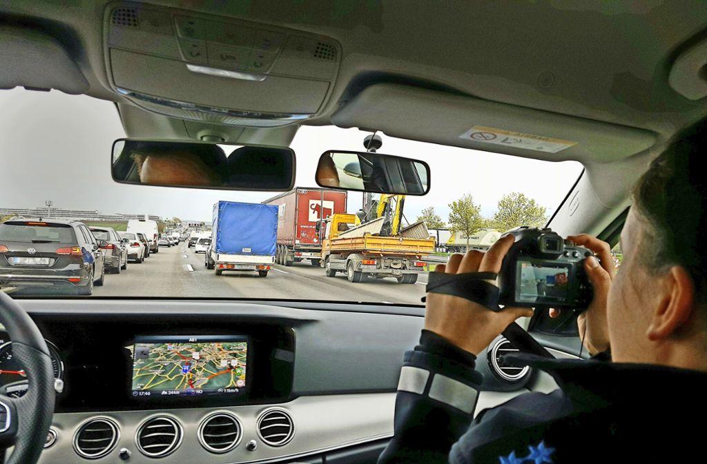 Ein schlechtes Beispiel: In diesem Fall haben die Autofahrer keine Rettungsgasse gebildet. Foto: Christine Bilger