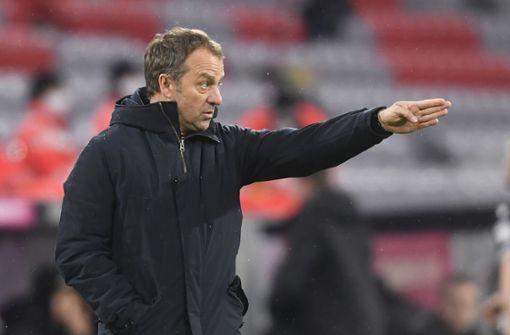 Corona schwächt den FCB - Lauterbach: Streit mit Flick beigelegt