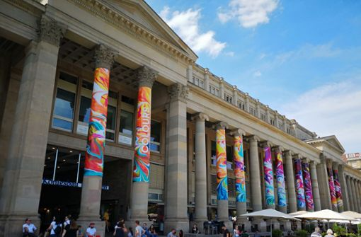 So bunt leuchten die Säulen des Stuttgarter Königsbaus