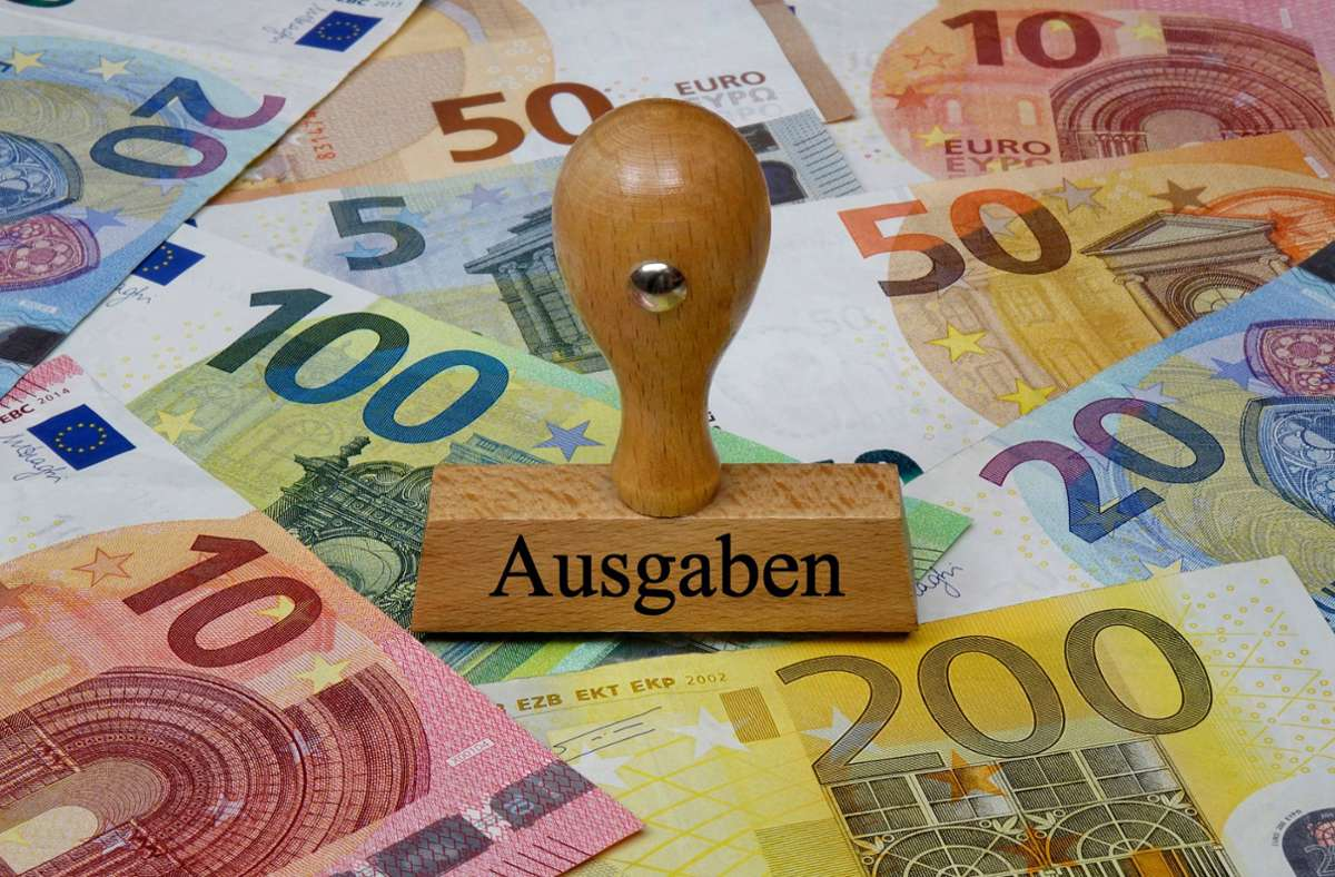 Zwar stiegt die Konsumlust nach dem Lockdown, doch der Staatshaushalt ist tief im Minus. (Symbolfoto) Foto: imago images//Sascha Steinach via www.imago-images.de