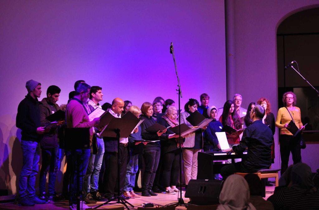 Gelegentlich ist der Chor öffentlich zu hören – wie hier im Lindenmuseum. Foto: One Worl Chor