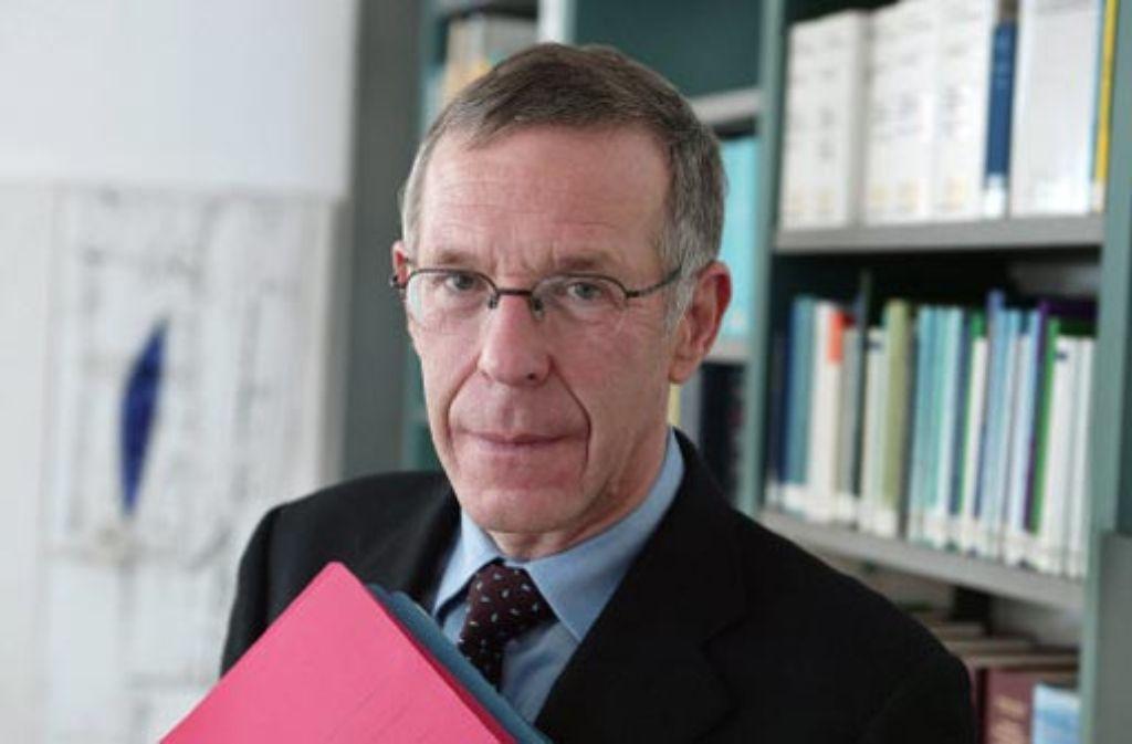 Der Gutachter Klaus-Peter Dolde steht im Zentrum des Streits über das Bürgerbegehren. Foto: Steinert