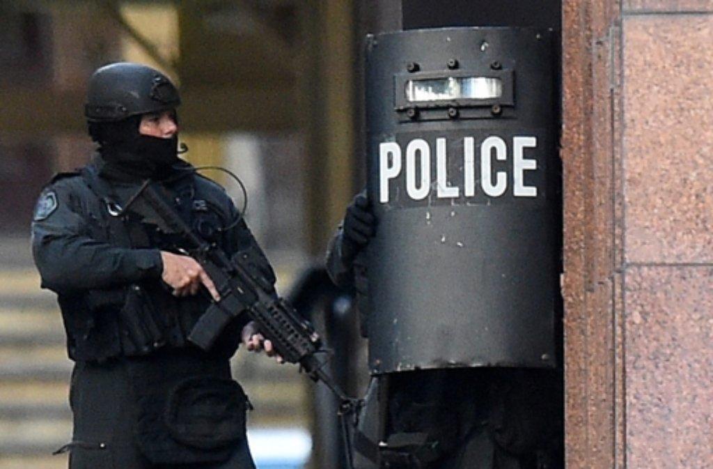 Ein Exiliraner hatte ein Café in Sydney am 15. Dezember überfallen und 17 Geiseln stundenlang festgehalten.  Foto: dpa
