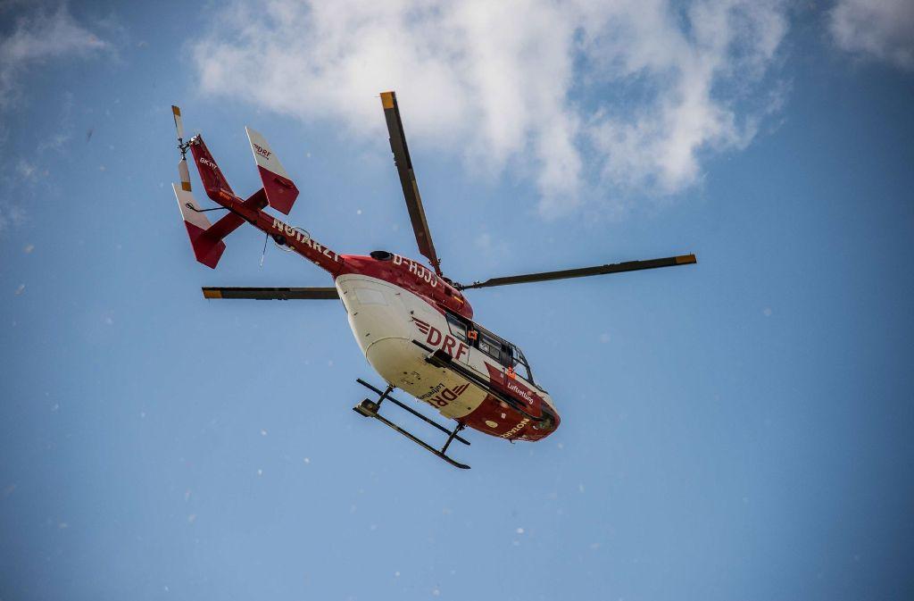 In Laufenburg im Landkreis Waldshut ist ein zehnjähriges Mädchen von einem Linienbus angefahren worden. Es wurde mit einem Rettungshubschrauber in ein Krankenhaus geflogen. Foto: SDMG