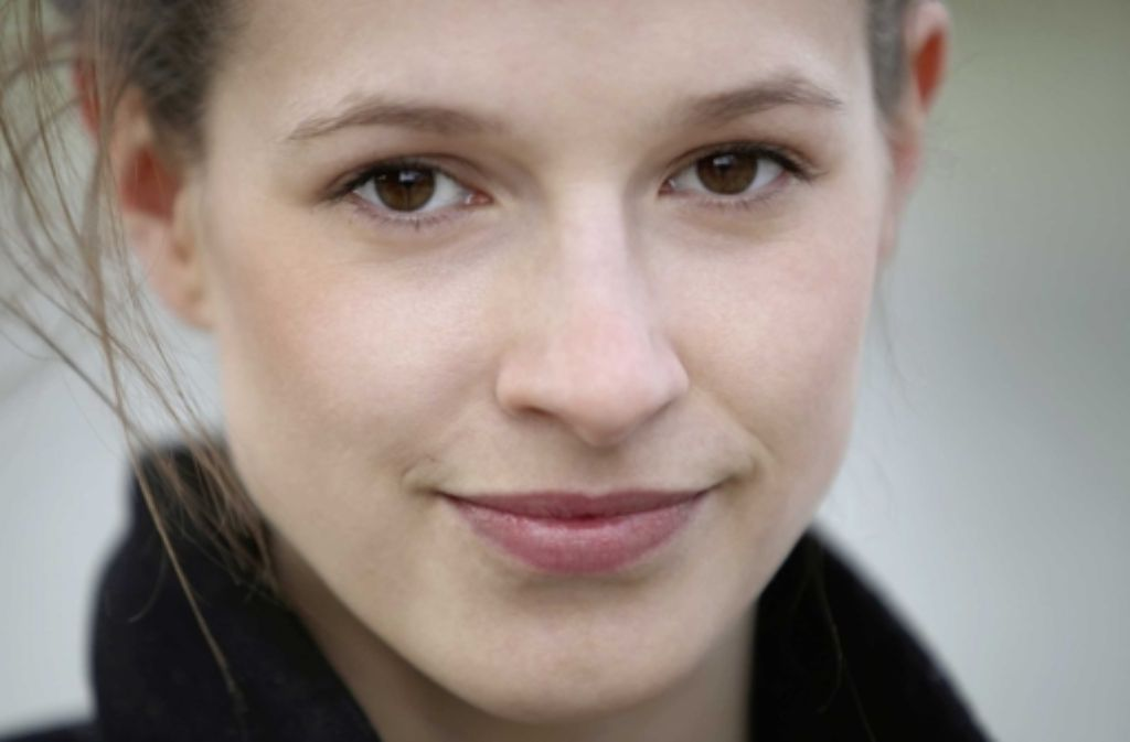 """Lisa Bitter wäre wohl eine perfekte Julia – bei Völker Lösch in Stuttgart muss sie erst mal """"total schlagfertig"""" sein. Foto: David von Becker"""
