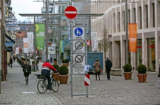 Fahrräder dürfen sich unter die Fußgänger mischen