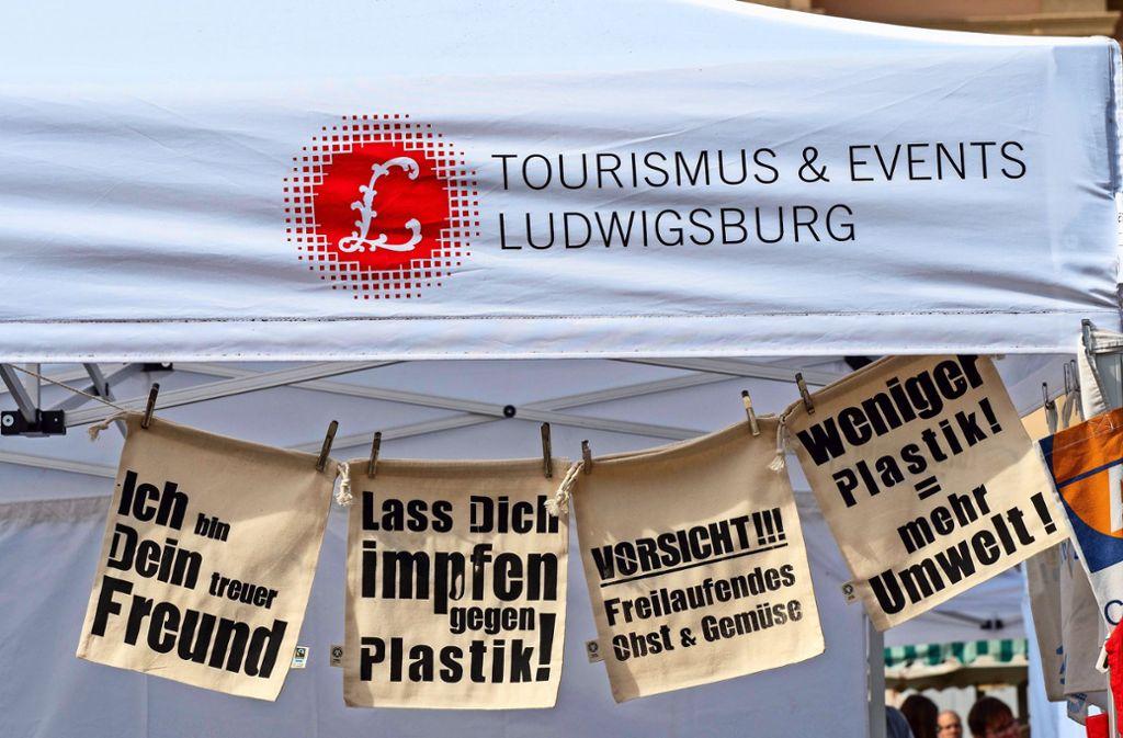 Bei einem Aktionstag wurde in Ludwigsburg jetzt für Mehrweg geworben – die Resonanz der Kunden auf dem Wochenmarkt war groß. Klicken Sie sich durch unsere Bildergalerie. Foto: factum/Andreas Weise