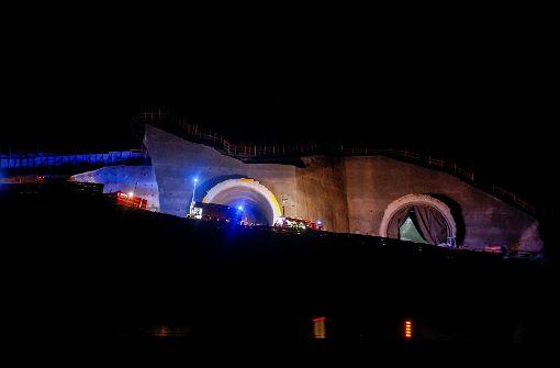 VW-Bus brennt in Tunnel