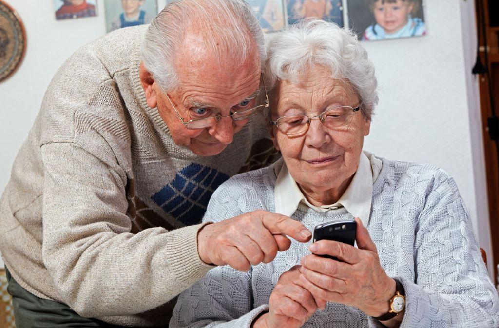 Ein Treffen mit den Enkeln ist in Corona-Zeiten oft nur per Videotelefonie möglich. Gar nicht so einfach, wenn man das zum ersten Mal macht. Foto: Adobe Stock/Ingo Bartussek