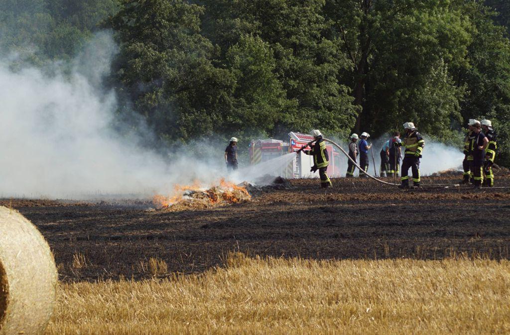 Feuerwehr im Einsatz: Einsatzkräfte löschen den Brand in Sachsenheim. Foto: 7aktuell.de/F. Hessenauer