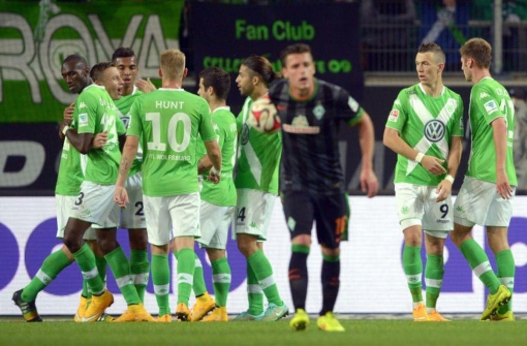 Der VfL Wolfsburg hat das Samstagabendspiel in der Bundesliga 2:1 gegen Werder Bremen gewonnen. Foto: dpa