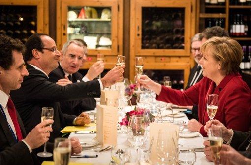 Auf die nächsten 50 Jahre: Francois Hollande und Angela Merkel Foto: Bundespresseamt